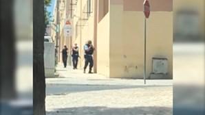 Três feridos após confrontos com armas de fogo no bairro da Bela Vista em Setúbal. Veja as imagens