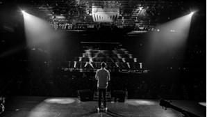 Tony Carreira partilha foto a poucas horas de subir ao palco para o primeiro concerto após a morte da filha