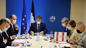 Macron troca de telemóvel para evitar vigilância