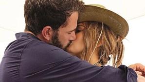 Jennifer Lopez assume romance com Ben Affleck