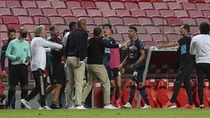 Luisão 'picado' com franceses ao intervalo do jogo frente ao Marselha