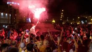 Tunisinos celebram nas ruas destituição do primeiro-ministro