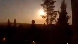 Meteoro ilumina céu durante a noite na Escandinávia antes de cair perto de Oslo na Noruega