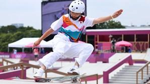 Japonesa arrasa no skate e ganha medalha de ouro aos 13 anos