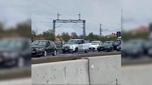 'Tempestade' de granizo destrói dezenas de carros em Itália