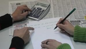 Mulheres e desempregados com níveis mais baixos de literacia financeira