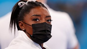 Ginasta Simone Biles renuncia à final individual do concurso completo em Tóquio