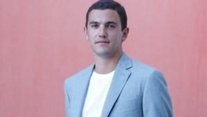 """Quem é Sebastião, o jovem de 24 anos que diz que o Presidente gosta de o ouvir porque é """"muito bom"""""""