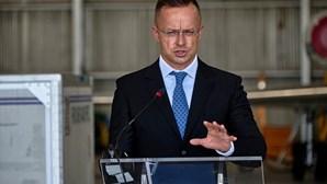 """Pegasus está a ser divulgado """"como se vivêssemos na União Soviética"""", diz ministro húngaro dos Negócios Estrangeiros"""