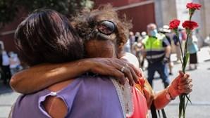 Dezenas de pessoas no último adeus a Otelo Saraiva de Carvalho. Veja as imagens