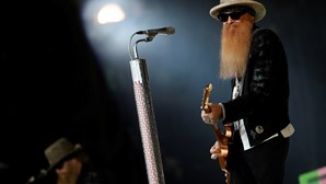 Morreu Dusty Hill, baixista da banda de rock ZZ Top