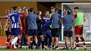 Confusão no duelo Sérgio Conceição-Mourinho