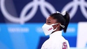 Após desistir de três finais, ginasta norte-americana Simone Biles 'regressa' a Tóquio para competir na trave