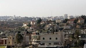 Menino palestiniano de 12 anos morto a tiro na Cisjordânia