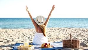 Saiba que snacks saudáveis deve levar para a praia