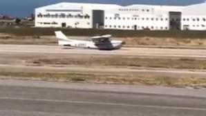Avião aterra sem trem em pista do Aeródromo de Tires. Veja as imagens
