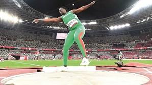 Auriol Dongmo diz adeus à medalha ao terminar em quarto lugar no lançamento do peso