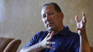Americano John Textor espera para comprar o Benfica