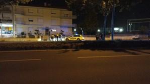 Dois mortos e três feridos em violenta colisão entre mota e carro no Porto