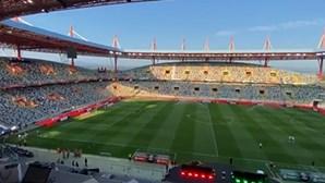 Cânticos de adeptos nas bancadas do Municipal de Aveiro marcam regresso do público aos estádios. Veja o momento
