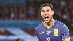 Chegou o goleador de Jesus: Yaremchuk no Benfica obriga a vender estrelas