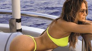 Jennifer Lopez vive dias de paixão aos 52 anos. Cantora mostra-se sensual durante férias em Itália