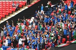Adeptos no Estádio do Wembley antes da final do Euro