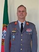 Nuno Lemos Pires, brigadeiro-general, exerceu funções na Escola Prática de Infantaria e nos serviços de informação das forças da NATO estacionadas em Valência, Espanha