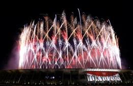 Fogo de artifício, música e coreografias elaboradas marcaram a cerimónia de abertura dos Jogos Olímpicos de Tóquio