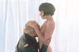 Otelo protagonizou cenas escaldantes com Julie Sergeant num clip da SIC para o programa 'Sex Appeal'