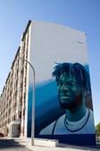Neemias Queta, o primeiro português na NBA. já foi eternizado num mural de um prédio no Vale da Amoreira