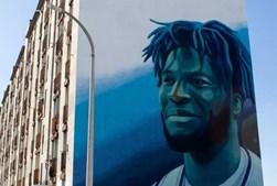 Neemias Queta, o primeiro português na NBA, já foi eternizado num mural de um prédio no Vale da Amoreira