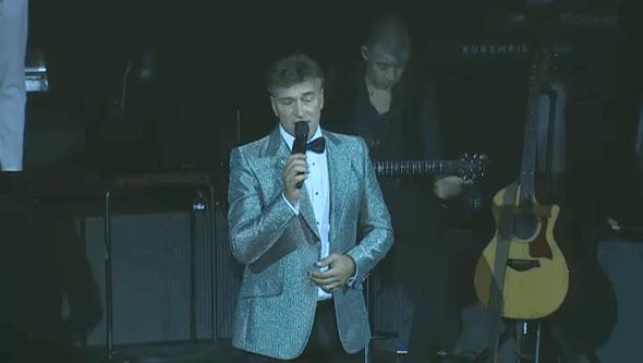 """Tony Carreira emociona-se no regresso aos palcos: """"A minha filha hoje está connosco"""""""