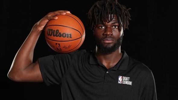Quem é Neemias Queta, o 'bom gigante' que concretizou o sonho português da NBA