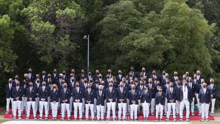 Atletas apurados para os Jogos Olímpicos de Tóquio 2020 posam para uma fotografia coletiva