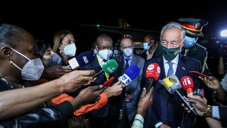 Marcelo Rebelo de Sousa na chegada a Luanda