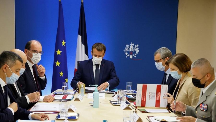 Macron manteve reunião com os seus ministros para debater medidas de combate à vigilância com o sistema Pegasus