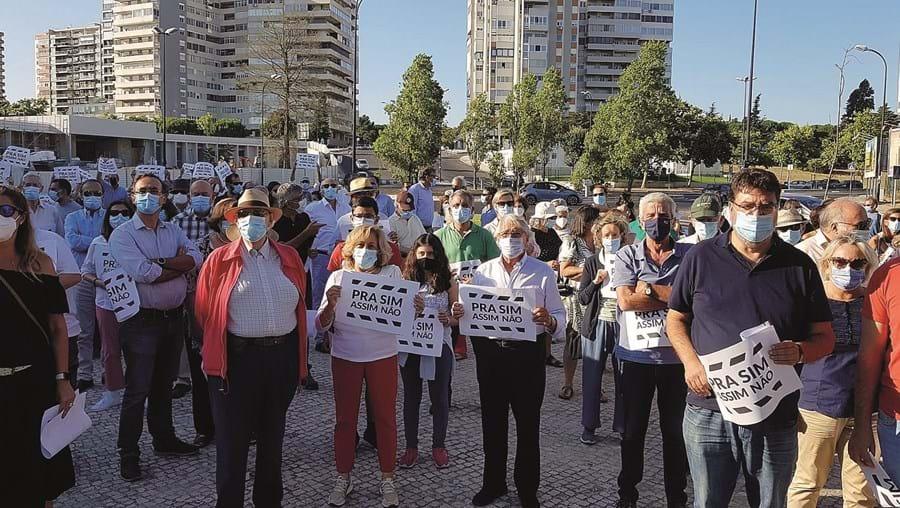 Moradores manifestam-se contra construção de prédios de oito pisos em Belém