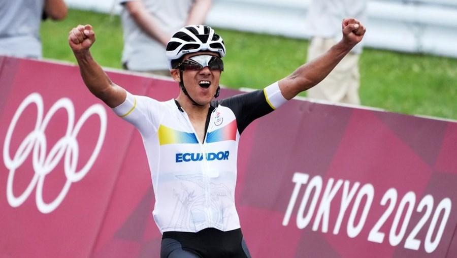 Carapaz vence prova de fundo do ciclismo de estrada nos Jogos Olímpicos