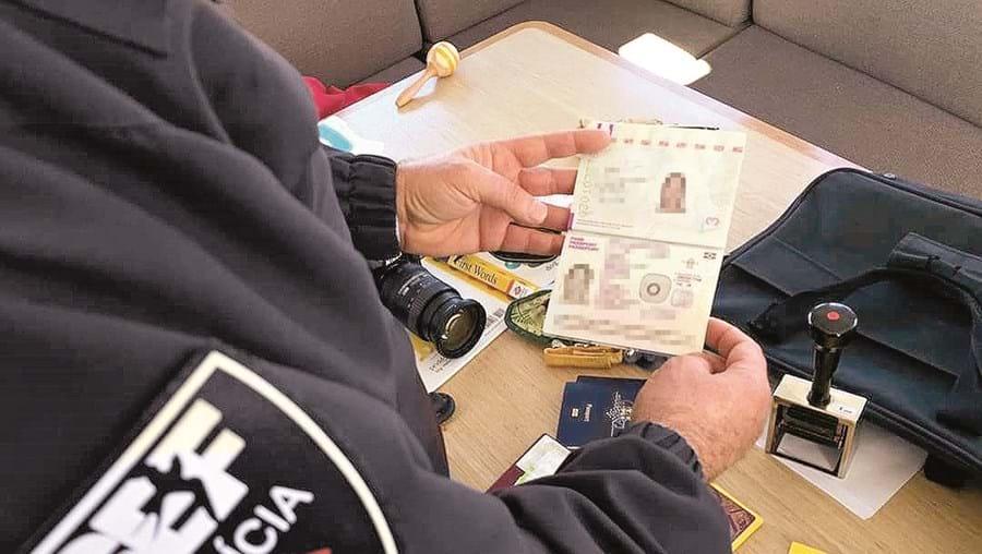 Inspetores do SEF travaram rede que vendia documentos para naturalizar de forma ilegal cidadãos brasileiros