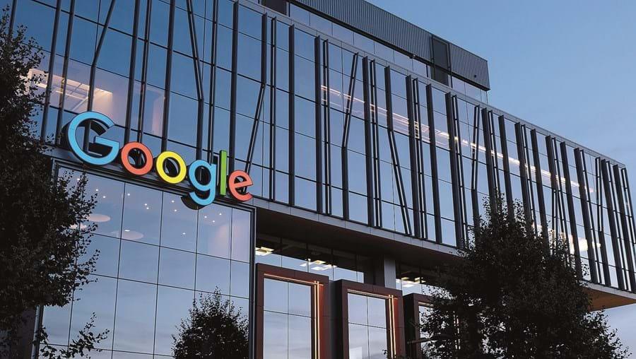 Jornalistas reclamam o direito de serem recompensados pelas notícias que são partilhadas pela Google e Facebook