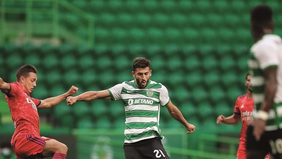 Paulinho apontou dois dos três golos da vitória dos leões e ainda atirou uma bola ao poste da baliza de Anthony Lopes