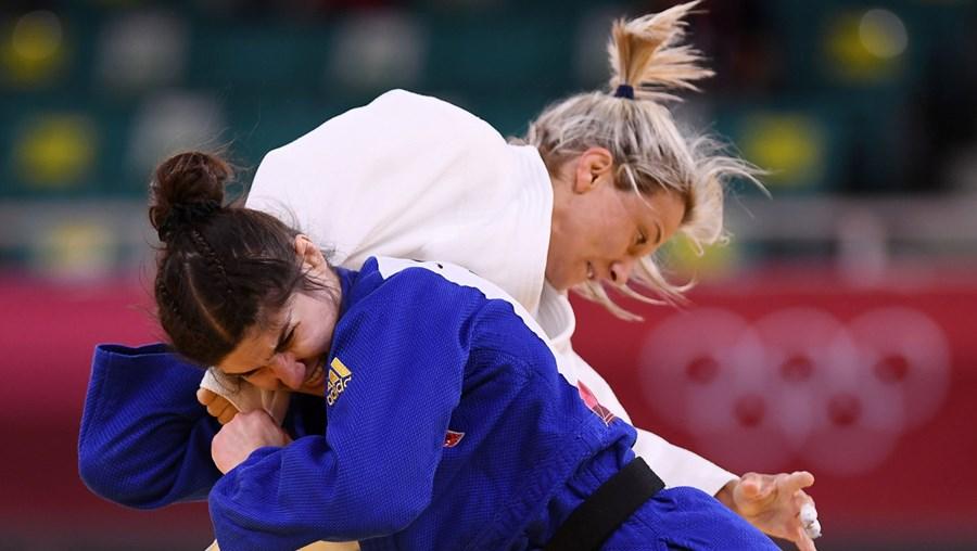 Telma Monteiro em ação contra Julia Kowalczyk