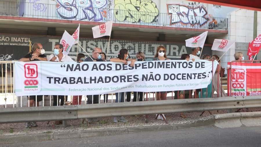 Concentração de funcionários da Função pública do Setor da Educação, junto ao Ministério da Educação na Avenida Infante Santo em Lisboa