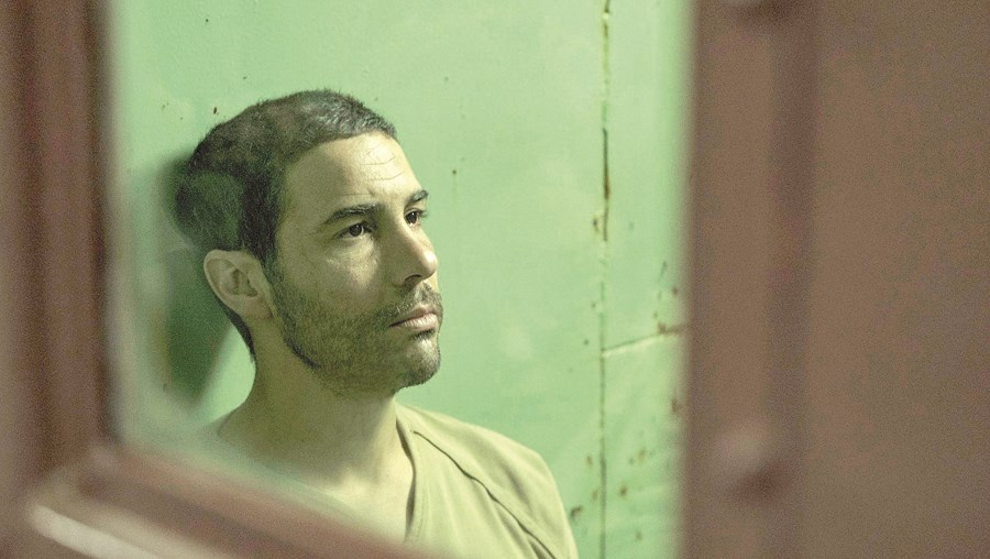 O ator francês Tahar Rahim desempenha o papel de uma vida ao interpretar o prisioneiro  Mohamedou Ould Slahi no filme  'O Mauritano'