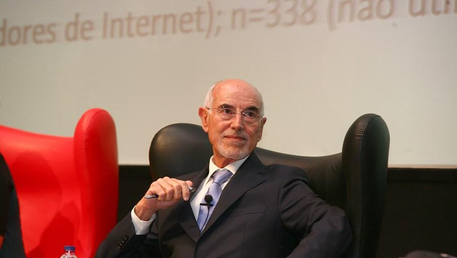 Daniel Proença de Carvalho, influente advogado de 79 anos, está a ser investigado pelas autoridades de três países: Portugal, Suíça e Luxemburgo