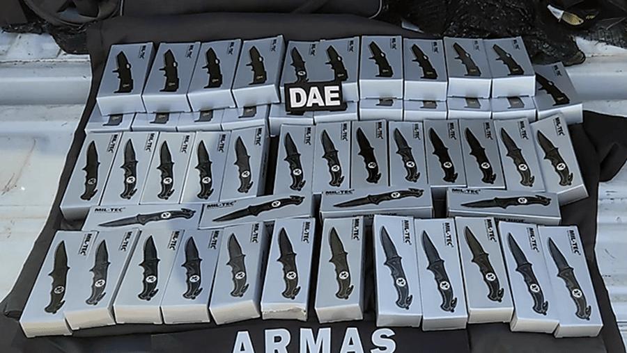 PSP apreende 50 facas de abertura fácil a dono de estabelecimento comercial em Braga