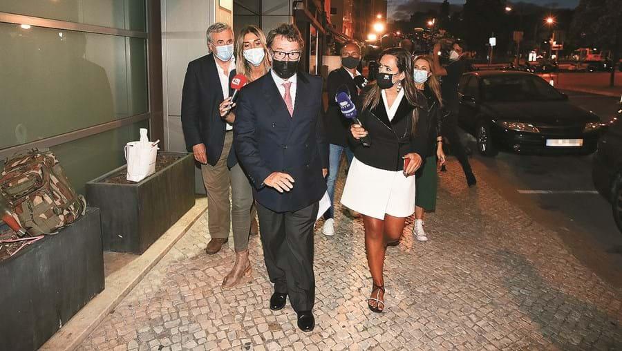 Manuel Pinho à saída do DCIAP depois de ter dado explicações sobre a sua relação com Ricardo Salgado