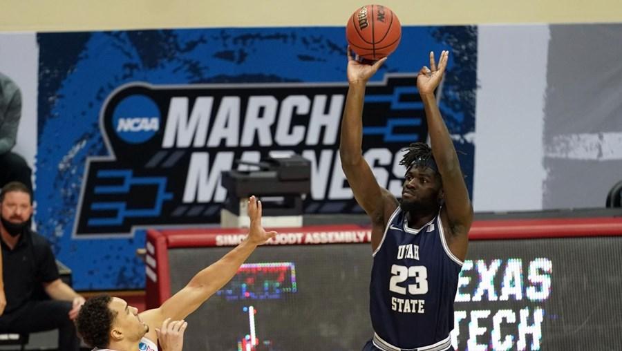Neemias  Queta tem 22 anos, 2,13 metros e vai alinhar nos Sacramento Kings