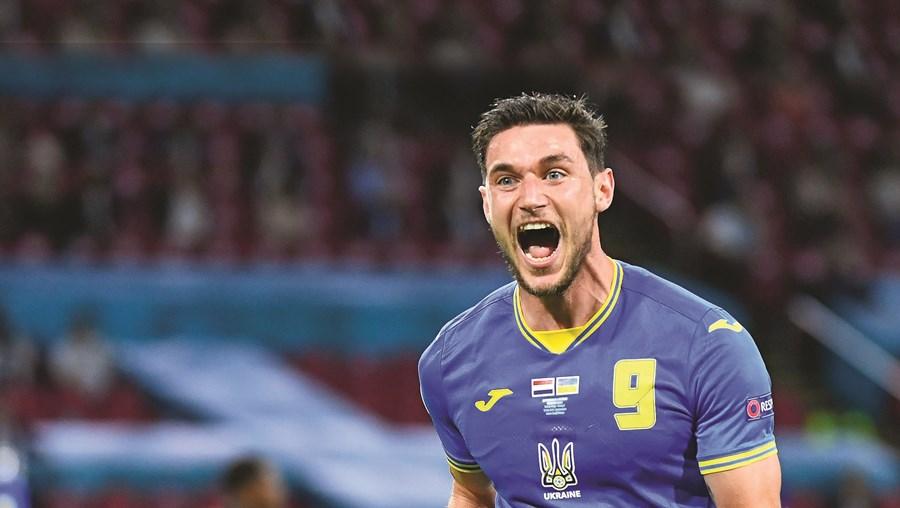 Yaremchuk (25 anos) marcou dois golos pela Ucrânia durante o Euro 2020